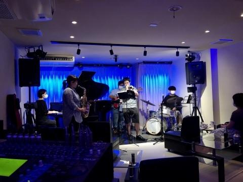 広島 Jazzlive Cominジャズライブカミン   7月16日 17日はおやすみです。_b0115606_00285279.jpeg