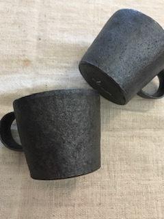 井内素さんのマグカップ 黒&白_b0132442_17215069.jpg