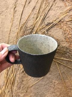 井内素さんのマグカップ 黒&白_b0132442_17215491.jpg