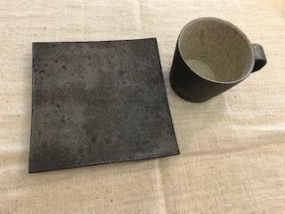 井内素さんのマグカップ 黒&白_b0132442_17220197.jpg