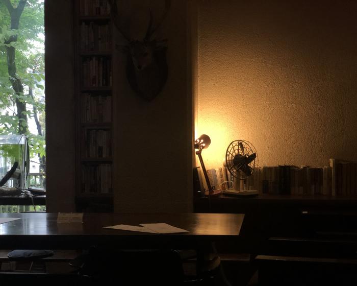 本のあるカフェ。_b0022268_18375281.jpg
