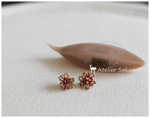 赤い糸で小花を。_f0214688_19130272.jpg
