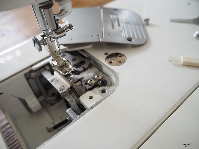 職業用ミシンのお手入れとミシン部屋の新しい時計♪_f0023333_22284011.jpg