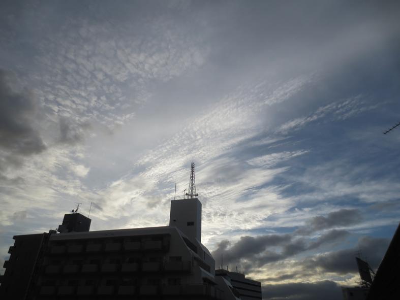 ■明けるかどうか分からぬ梅雨の空、そしてこの国の暗雲…──週替わりの夕暮れ[7/14・16・19]_d0190217_23552851.jpg