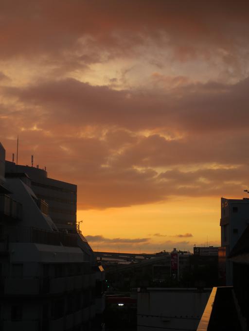 ■明けるかどうか分からぬ梅雨の空、そしてこの国の暗雲…──週替わりの夕暮れ[7/14・16・19]_d0190217_23562853.jpg