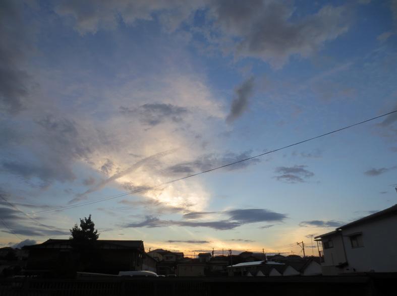 ■明けるかどうか分からぬ梅雨の空、そしてこの国の暗雲…──週替わりの夕暮れ[7/14・16・19]_d0190217_23581189.jpg