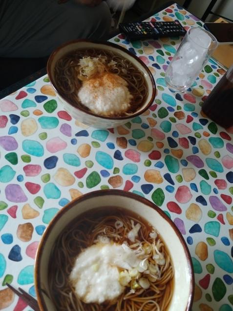 朝はとろろ蕎麦、昼はシチューとパン_c0162773_18512141.jpg
