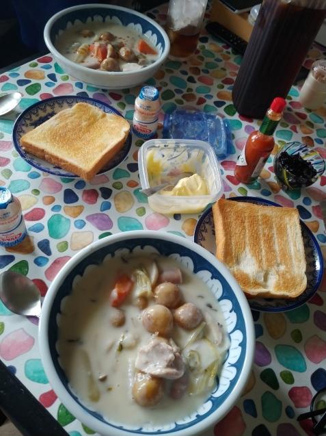 朝はとろろ蕎麦、昼はシチューとパン_c0162773_18531286.jpg