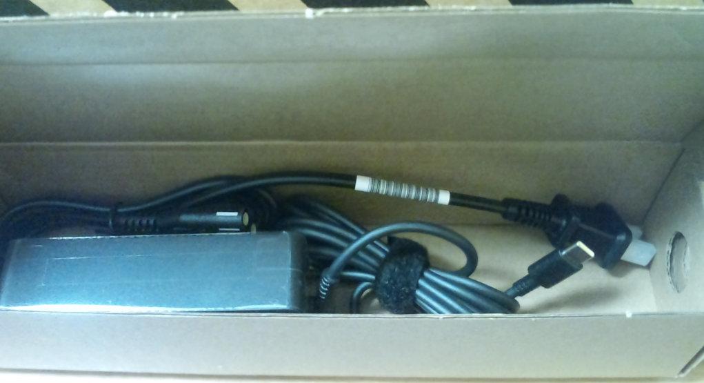 新しいノートパソコン の ThinkPad T14 Gen1 (AMD) を開封する。_b0003577_13043807.jpg