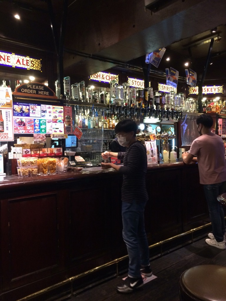 先輩恵比寿氏とビアガーデン→HUBでサッカー観戦→一蘭→駅構内_d0061678_10284818.jpg
