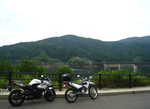 XJ6とXTZで五ケ山ダムにて_b0170184_22024324.jpg