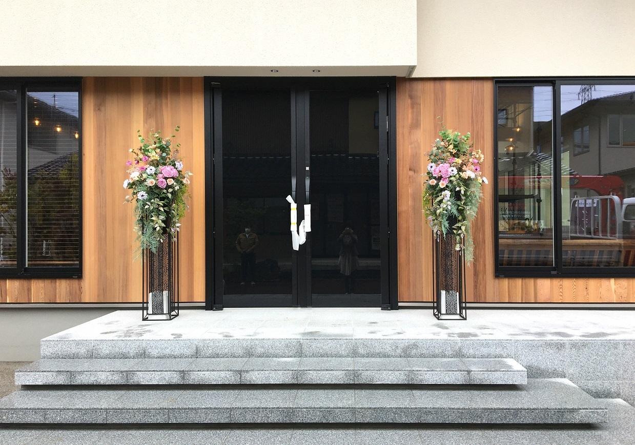 タカノホーム様 高岡ジュートピア展示場エントランス装花_d0224984_16275363.jpg