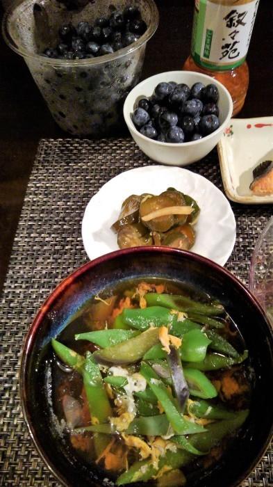 ■晩ご飯【焼き鮭/モロヘイヤとトマトのサラダ/野菜の卵綴じスープなど。】_b0033423_05554816.jpg