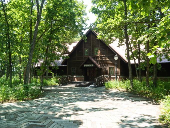 やっと夏日の中札内村、待望のオープン「中札内美術村」_f0276498_22334227.jpg