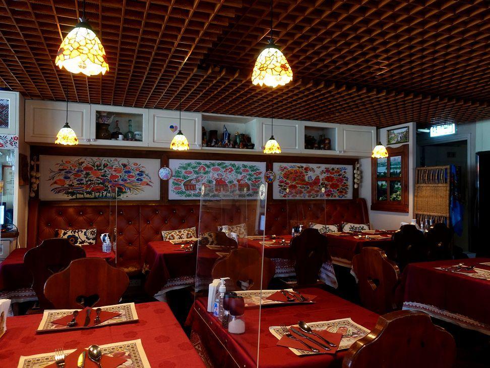 赤くて可愛いウクライナ料理店_e0368107_18594030.jpg