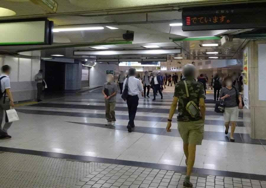 新宿駅東西自由通路_f0059673_18113020.jpg