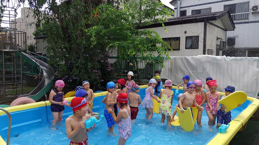 今日は、プール遊びをしました。_d0353789_11034783.jpg