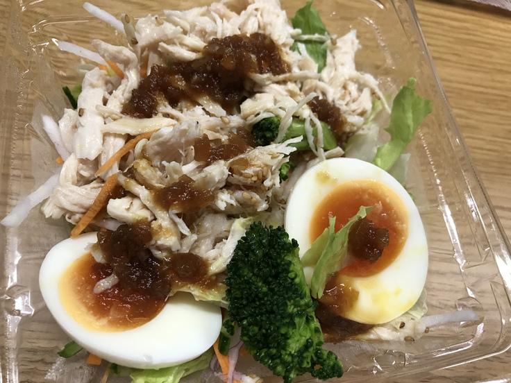 「たんぱく質が摂れる!鶏むね肉のサラダ」@セブン_c0212604_1238589.jpg