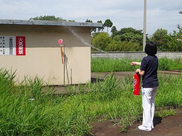 避難訓練のあとに消火訓練を実施しました!_b0393105_14540754.jpg