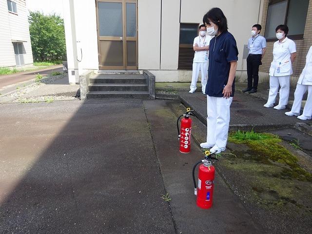 避難訓練のあとに消火訓練を実施しました!_b0393105_14540775.jpg