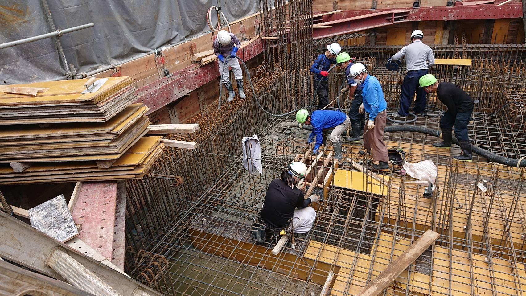 建築施工-コンクリート打設_e0254682_11111027.jpg