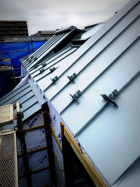 Roof line ・・・_f0154697_19113277.jpg