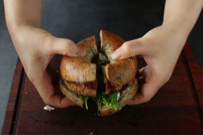 8月のマンゴーベーグルと胡麻豆乳ベーグル。完成はみなさんが食べるとき。_c0162653_15233069.jpg