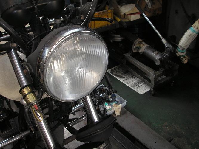 BMW   旧Rtypeのライトレンズの曇り汚れ_e0218639_14231225.jpg