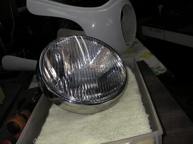 BMW   旧Rtypeのライトレンズの曇り汚れ_e0218639_14231268.jpg