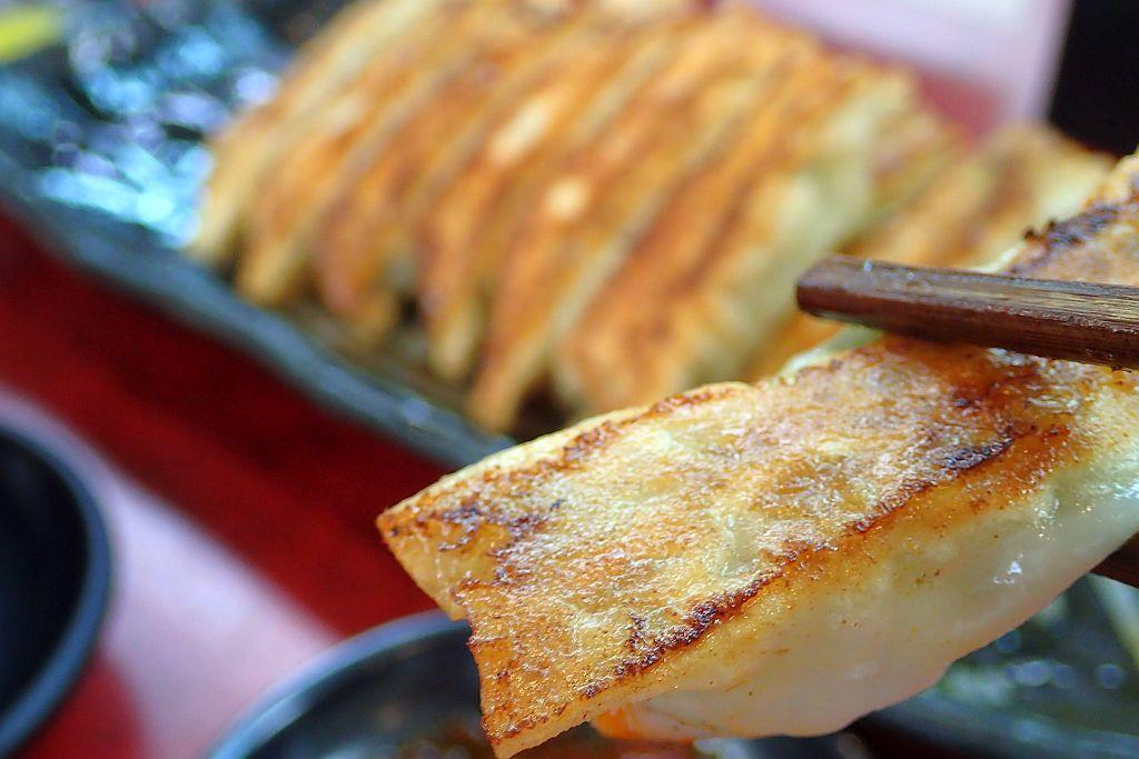 中野町「豚猿」で塩ラーメンと餃子_e0220163_16282454.jpg