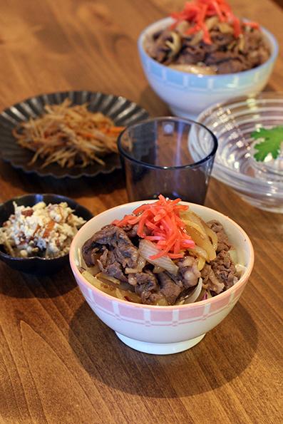 牛丼と桃_e0137277_22125444.jpg