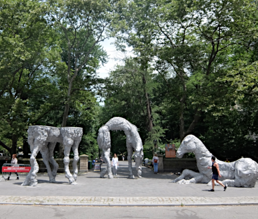 さらに「体験」や「物語」が重要に? The Horses: Whimsical Art at Central Park_b0007805_20275774.jpg