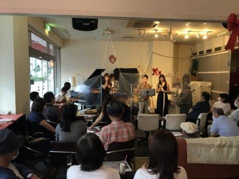 Jazzlive Cominジャズライブカミン 広島 明日月曜日はセッション_b0115606_10411003.jpeg