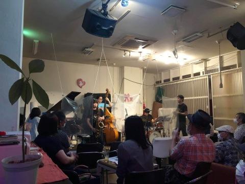 Jazzlive Cominジャズライブカミン 広島 明日月曜日はセッション_b0115606_10412813.jpeg