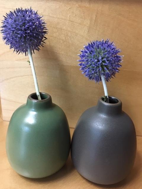 小さな花器ばかり贈られる_e0350971_21270819.jpg