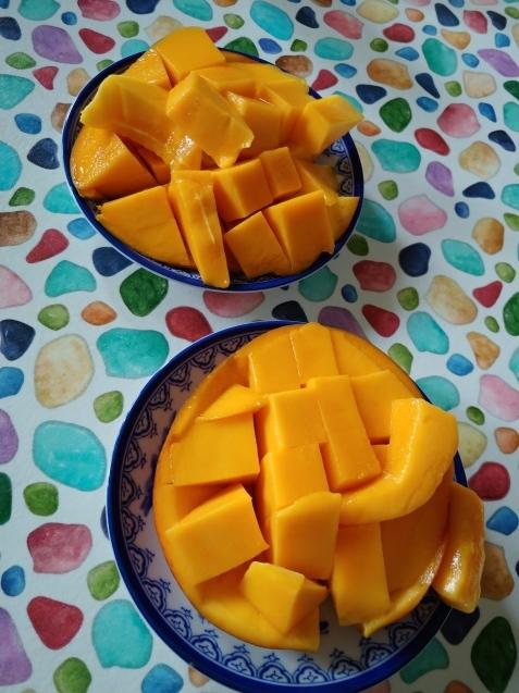 マンゴー、食べ頃ですよ!_c0162773_19590376.jpg