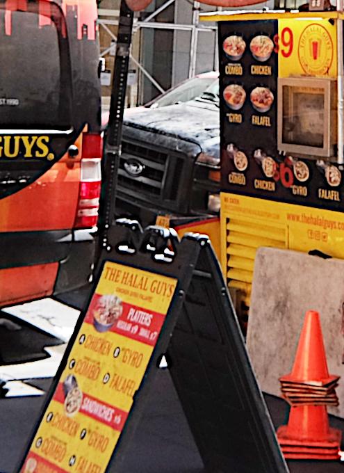 ニューヨークのミッドタウンにある行列のできる屋台 Halal Food at 53rd & 6th_b0007805_20344612.jpg