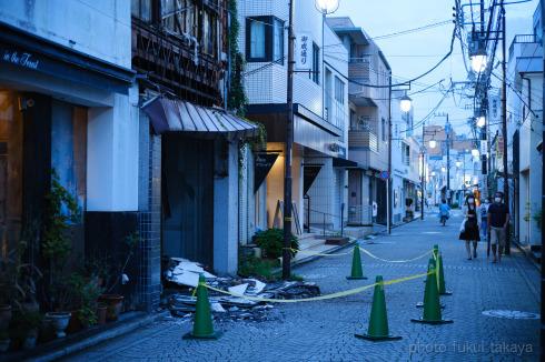 御成通りの廃墟、壁面崩壊_e0044885_20282062.jpg