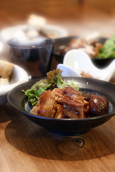鶏肉と栗の煮物と豚の生姜焼き_e0137277_16192293.jpg