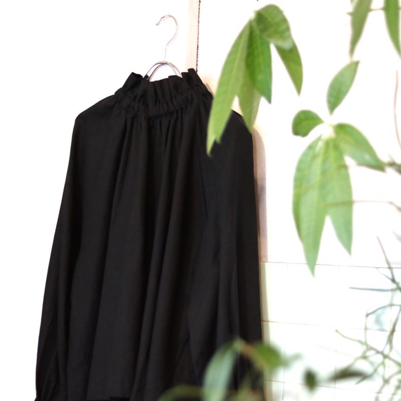 【BOHEMIANS LADYS】BLACK TWILL FRILL SHIRT_d0000298_15291824.jpg