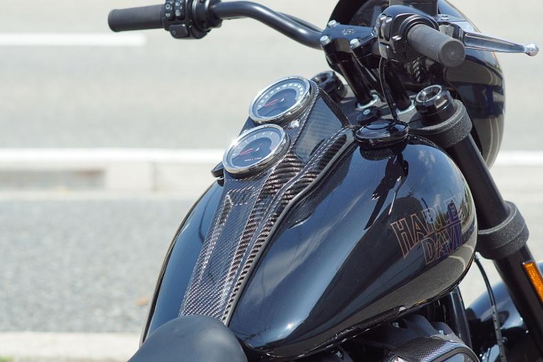M8 ローライダーS専用 カーボンパーツ製作中_e0127304_10502529.jpg