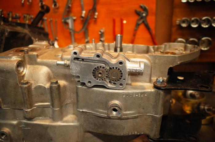 1972 XLH 1000 オイルポンプ組付け・キック回り組付け・エンジン搭載_a0248662_08143508.jpg