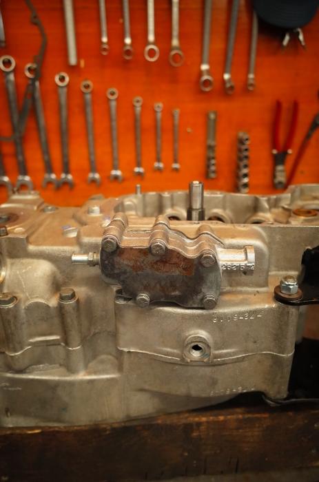 1972 XLH 1000 オイルポンプ組付け・キック回り組付け・エンジン搭載_a0248662_08145246.jpg