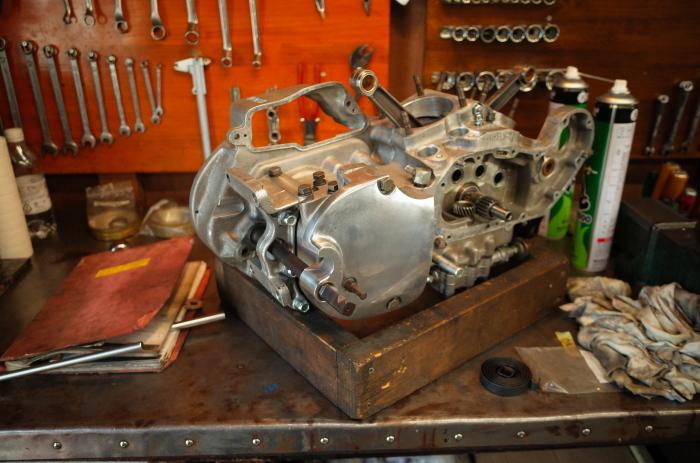 1972 XLH 1000 オイルポンプ組付け・キック回り組付け・エンジン搭載_a0248662_08153143.jpg