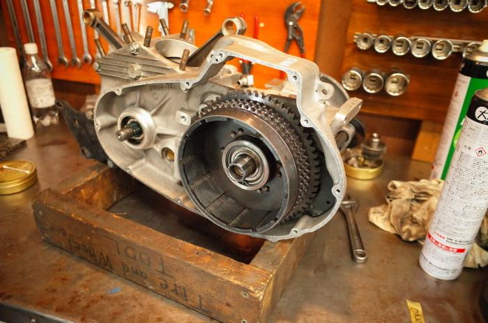 1972 XLH 1000 オイルポンプ組付け・キック回り組付け・エンジン搭載_a0248662_08161747.jpg