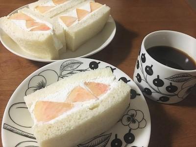 おうち乃が美の生食パンで桃サンド♪_f0231189_21423787.jpg