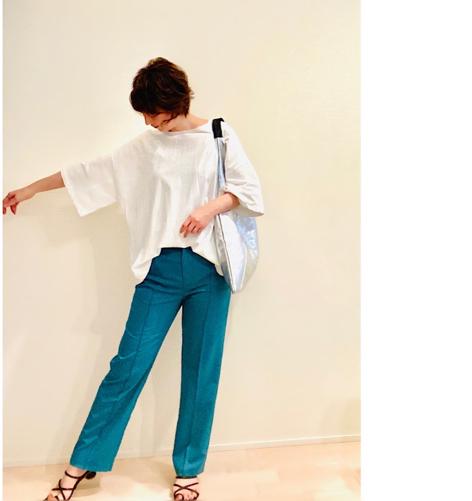 大人がキレイに着こなせるオーバーサイズ / 柔らかな馴染み方がたまらない、メタリックな革バック_a0393224_19061905.jpg