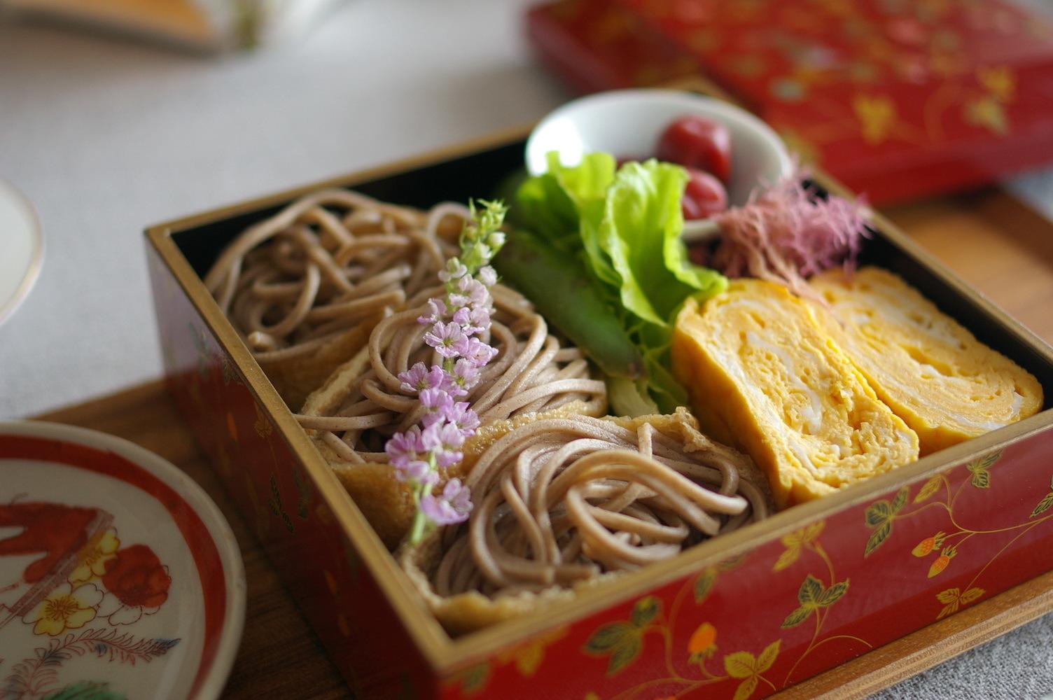 蕎麦稲荷寿司弁当_d0327373_14373881.jpg