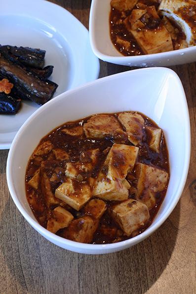 夏の麻婆豆腐とゴーヤ天_e0137277_15360879.jpg