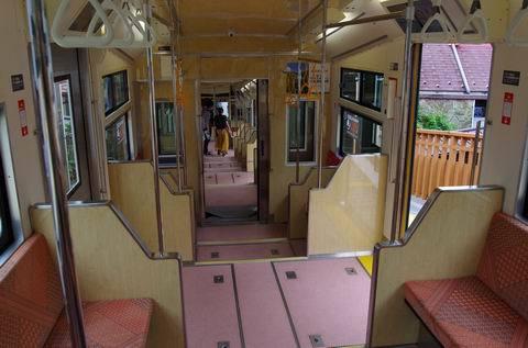 7/30 新しいケーブルカーと新しい早雲山駅を。_e0094492_19255360.jpg